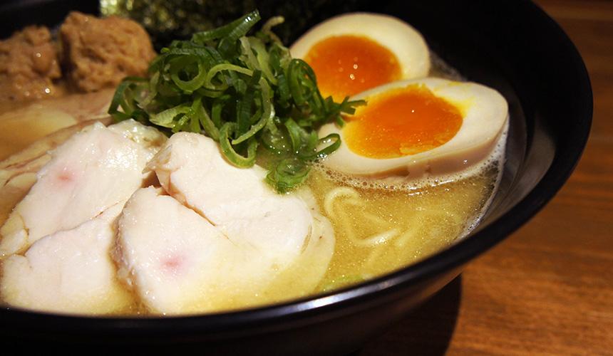 札幌鶏まさ的閃閃發亮濃厚湯頭