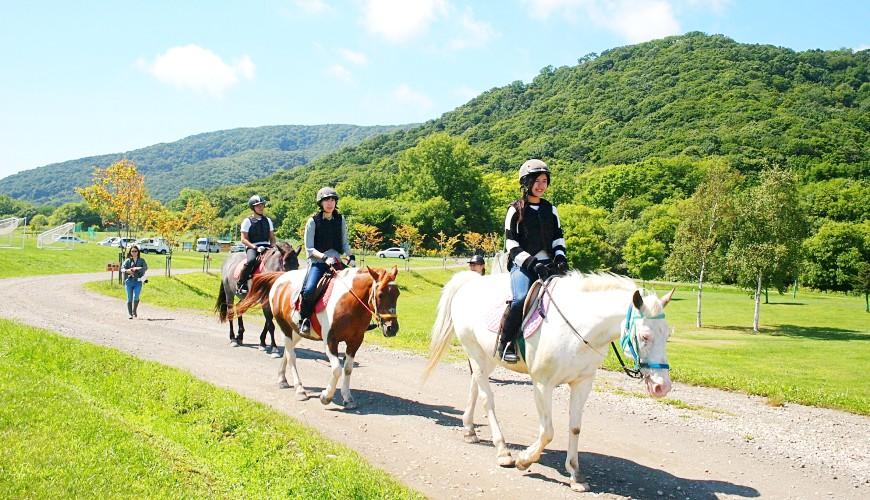 騎馬、奶香冰淇淋與在地美食,北海道「日勝半島」幸福四天三夜自由行