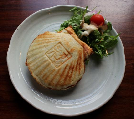 洞爺湖SMILE GARDENカフェ ぱーらーふくだ的熱壓三明治