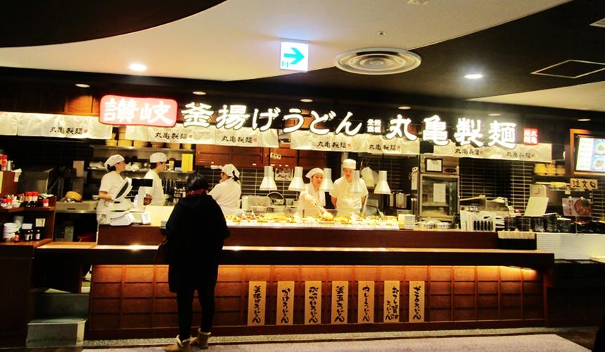 大型購物中心「AEON 新札幌店」裡的丸龜製麵