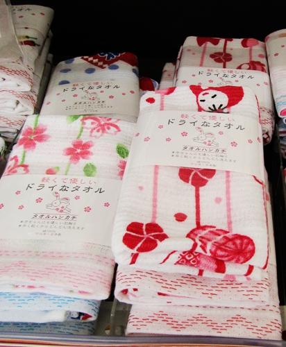 大型購物中心「AEON 新札幌店」的和風手帕