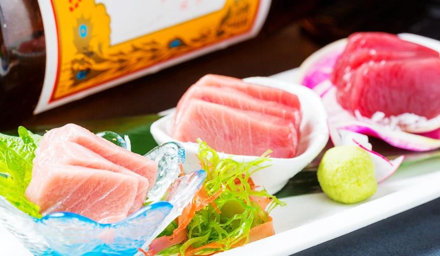 旭川炭燒居酒屋「一期一會」的本鮪魚生魚片三味(本マグロ三味)