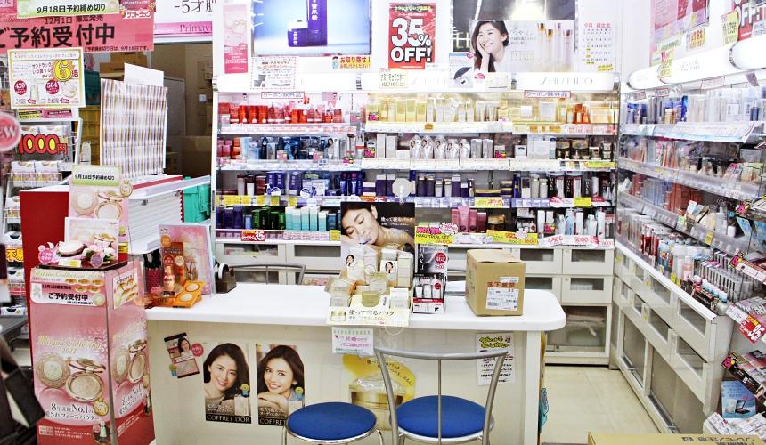 SUNDRUG狸小路2丁目店可到資生堂與佳麗寶專櫃向店員諮詢專業問題
