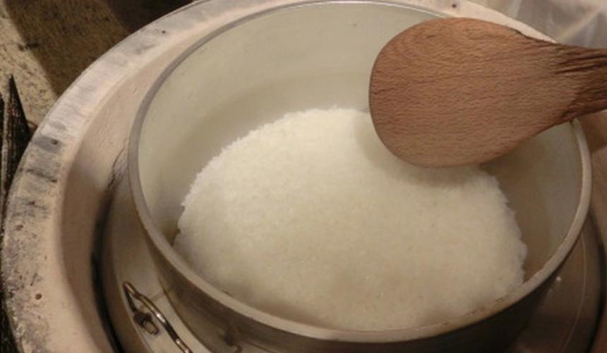 函馆必吃炭火烧烤名店「きくよ食堂 Bay Area店」用炭炊式蒸饭釜煮出来的米饭