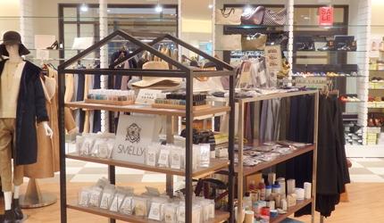 新千岁机场旁,北海道必逛最大购物城「Chitose Outlet Mall Rera」内的URBAN RESEARCH店内一景