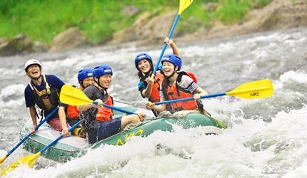 北海道最大的四季度假胜地「留寿都度假区」的夏天玩独木舟