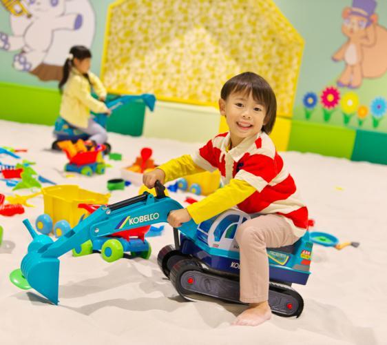 北海道最大的四季度假胜地「留寿都度假区」的游乐园小孩子玩玩具