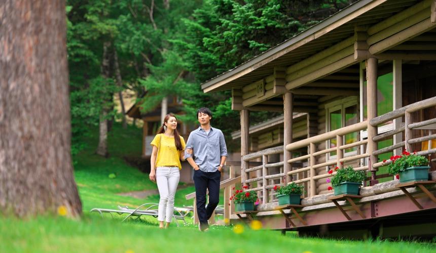 北海道最大的四季度假胜地「留寿都度假区」的威斯汀留寿都度假酒店的森林中的度假小别墅