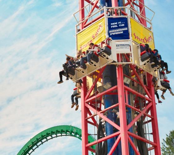 北海道最大的四季度假胜地「留寿都度假区」的游乐园大怒神游乐设施