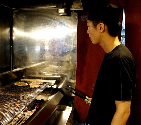 函馆必吃炭火烧烤名店「きくよ食堂 Bay Area店」厨师