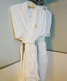 札幌飯店推薦「札幌克拉比飯店」的豪華雙人房有貼心的浴袍