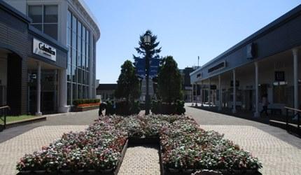 新千岁机场旁,北海道必逛最大购物城「Chitose Outlet Mall Rera」的园内一景