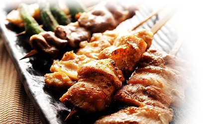 札幌自由行居酒屋推薦:北海道地雞料理,還有多款蔬菜隨你選!札幌居酒屋「雞次郎」的烤雞串拼盤6串 豬肉&雞肉(焼き鳥合わせ6本 豚鶏)