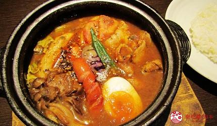 北海道札幌13年湯咖哩專門店「叭咕叭咕」的燉三種豬肉湯咖哩 (豚肉ざんまいカリー)