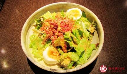 北海道札幌13年湯咖哩專門店「叭咕叭咕」的半熟蛋脆蝦沙拉(半熟卵とパリパリエビサラダ 2人前)