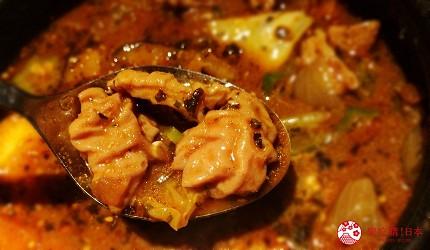 北海道札幌13年湯咖哩專門店「叭咕叭咕」的燉內臟湯咖哩(もつ煮込みカリー)
