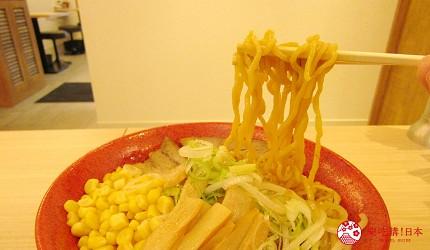 北海道札幌传统味噌拉面专门店「味噌吟札幌本店」的味噌拉面彩(味噌ラーメン彩)面条Q弹卷曲