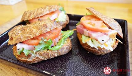 北海道釧路「阿寒湖」旅行推薦景點!阿寒湖美食推薦「溫泉工房AKAN」的脆皮三明治