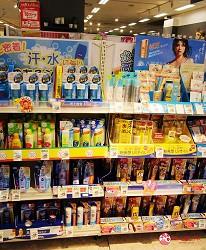 北海道必逛連鎖大型購物中心「AEON 千歲店」的AEON藥品區的防曬用品