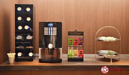 北海道函館湯之川王子飯店「渚亭」的休息室自助咖啡茶點供應