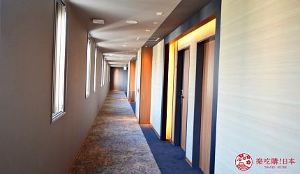 北海道函館湯之川王子飯店「渚亭」的房外走廊