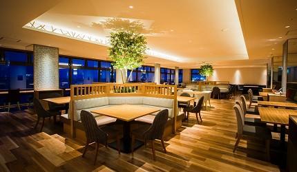 北海道函館湯之川王子飯店「渚亭」的自助餐廳「渚」夜晚用餐環境