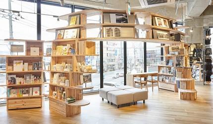 北海道函館五稜郭美食、購物推薦「SHARE STAR HAKODATE」的MUJI BOOKS
