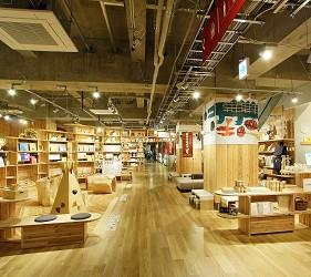 北海道函館五稜郭美食、購物推薦「SHARE STAR HAKODATE」的無印良品內裝