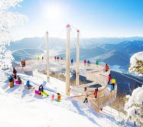 搭乘「北海道Resort Liner」的「SKIBUS」到北海道各地滑雪形象照一