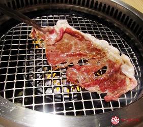 北海道A5和牛札幌燒肉專門店推薦「BULL TOKYO」的壽喜燒沙朗牛排(すきやきサーロイン)的牛肉非常薄,只有2cm