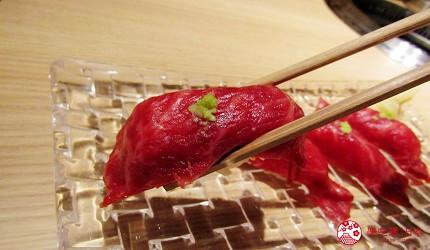 北海道A5和牛札幌燒肉專門店推薦「BULL TOKYO」的上品牛里脊壽司(上ロースの握り)的近照
