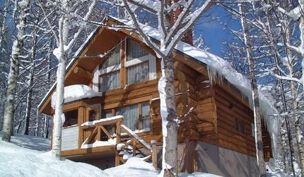 北海道最大四季度假勝地「留壽都度假區」的森林中的度假小別墅