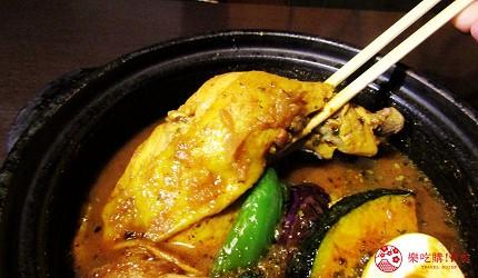 北海道札幌13年湯咖哩專門店「叭咕叭咕」的雞肉蔬菜湯咖哩(チキンベジタブルカリー)的雞肉