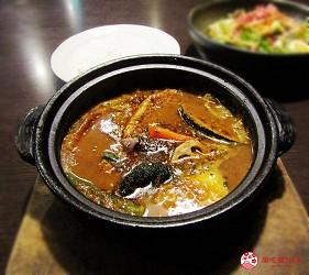 北海道札幌13年湯咖哩專門店「叭咕叭咕」的燉豬肉湯咖哩 (豚角煮カリー)