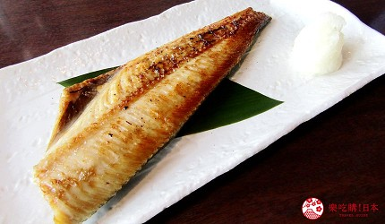 函館必吃炭火燒烤名店「きくよ食堂 Bay Area店」的烤花魚(ほっけ焼き)