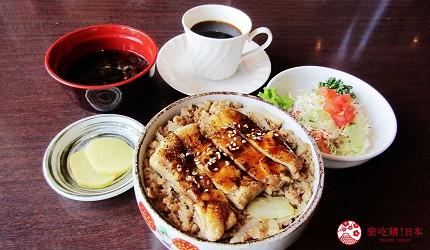 函馆必吃炭火烧烤名店「きくよ食堂 Bay Area店」的知床鸡腿盐烧烤(知床鶏もも塩焼き)套餐