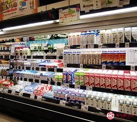 北海道札幌最大規模商場「AEON MALL 札幌發寒店」販售的各種牛奶