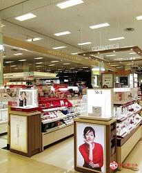 北海道札幌最大規模商場「AEON MALL 札幌發寒店」的化妝品專櫃