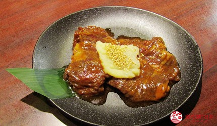 提供包括独家创作料理、和牛及牛肉稀有部分的「牛角」在北海道分店「牛角札幌站前店」提供的蒜香豆酱顶级横膈膜