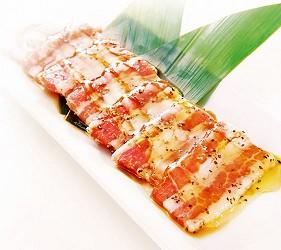 提供包括獨家創作料理、和牛及牛肉稀有部分的「牛角」在北海道分店「牛角札幌站前店」提供的蜂蜜黑胡椒烤豬五花肉