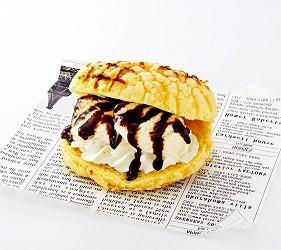 提供包括独家创作料理、和牛及牛肉稀有部分的「牛角」在北海道分店「牛角札幌站前店」提供的烤蜜瓜包夹冰淇淋