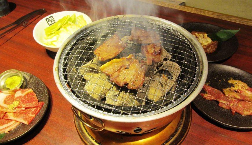 提供包括独家创作料理、和牛及牛肉稀有部分的「牛角」在北海道分店「牛角札幌站前店」内的烧肉料理