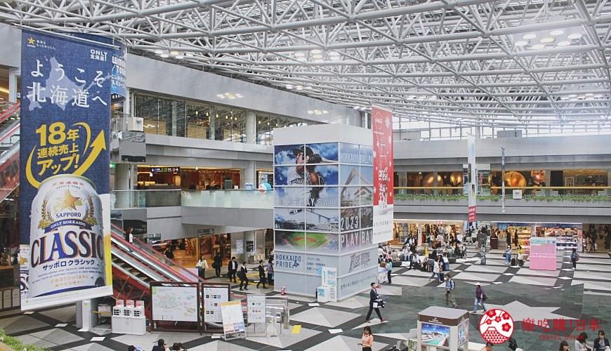 日本北海道自由行札幌自由行由新千歲機場進出特色是國際線與國內線航廈互相連通有很多必逛必吃必買的推薦店家本篇教學為機場如何前往市區交通方式教學可以搭JR快速機場號或是機場巴士怎麼搭就看這一篇