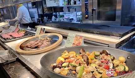 能夠讓你一次吃遍螃蟹、壽司、牛排等100種以上北海道美食的高質量吃到飽自助餐餐廳Premium Live Kitchen 「The Sakura Buffet」內提供的烤蔬菜賣相一流