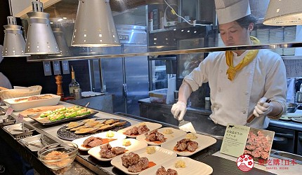能夠讓你一次吃遍螃蟹、壽司、牛排等100種以上北海道美食的高質量吃到飽自助餐餐廳Premium Live Kitchen 「The Sakura Buffet」內現做的現做的牛排