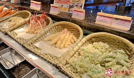 能夠讓你一次吃遍螃蟹、壽司、牛排等100種以上北海道美食的高質量吃到飽自助餐餐廳Premium Live Kitchen 「The Sakura Buffet」內提供的天婦羅種類繁多