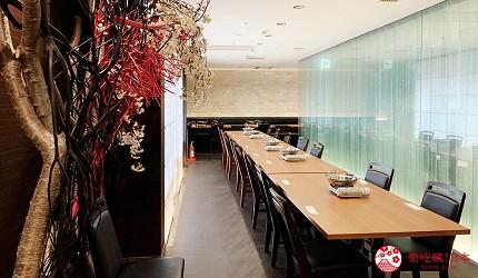 能夠讓你一次吃遍螃蟹、壽司、牛排等100種以上北海道美食的高質量吃到飽自助餐餐廳Premium Live Kitchen 「The Sakura Buffet」內的坐位