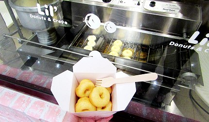 北海道最大三井OUTLET「MITSUI OUTLET PARK 札幌北广岛」的2楼的美食广场的 Lil' Donuts&Crepe的甜甜圈