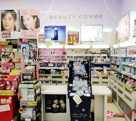 札幌必逛药妆「SUNDRUG 狸小路2丁目店」的资生堂、佳丽宝专柜