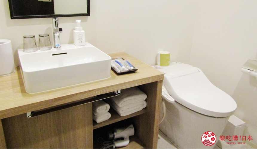 函館住宿推薦青年旅館「HakoBA 函館」的人氣雙床房的洗手間